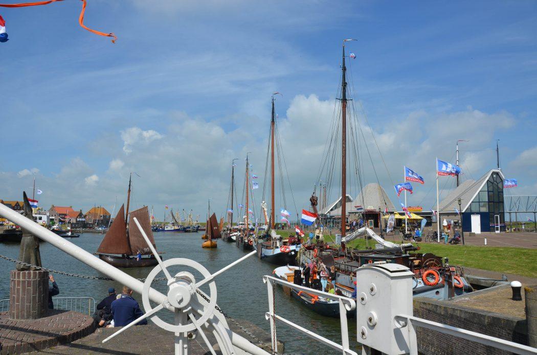 Charter met schipper voor groepen en opstappers in Nederland